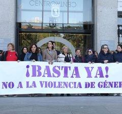 Minuto de silencio por el asesinato de una mujer en Loeches, víctima de la violencia de género